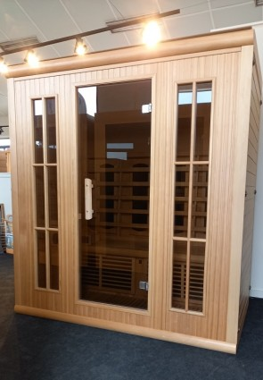 INFRAROOD SAUNA 4 LUXOR WHITE CEDER SHOWROOM MODEL VLIERDEN