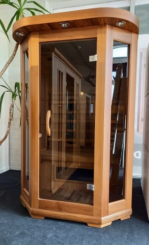 INFRAROOD SAUNA 2 ECLIPS RED CEDAR SHOWROOM MODEL VLIERDEN